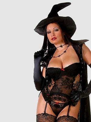 Aria Giovanni - Halloween